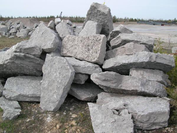 Natural stone supplies landscape boulders michigan for Limestone landscape rock